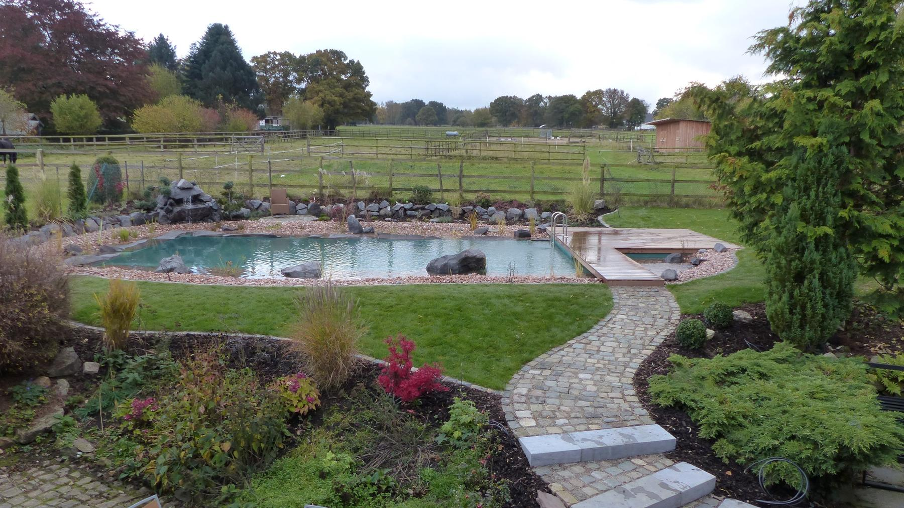 Mit Pool zum Luxus-Garten - Deutschland geht baden
