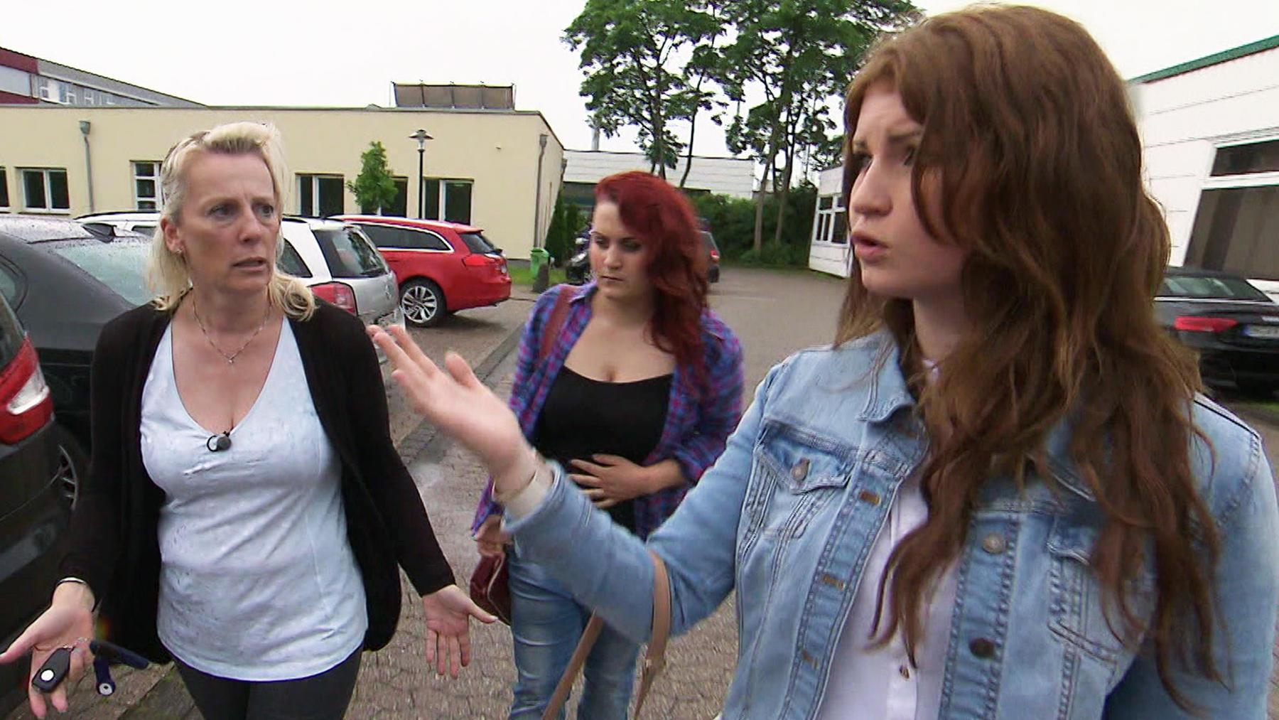 18-jährige Zwillinge wenden sich von Mutter ab
