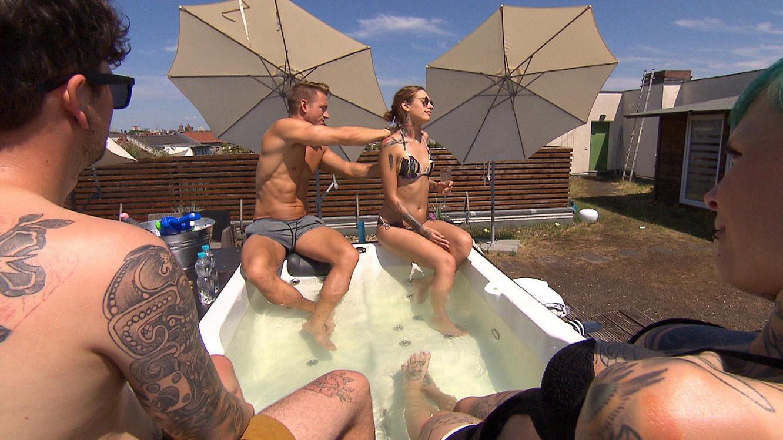 Mila und berlin tag nackt nacht Liza Waschke: