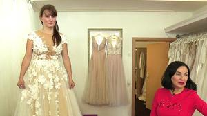 Braut Susan sucht ein figurbetontes Kleid