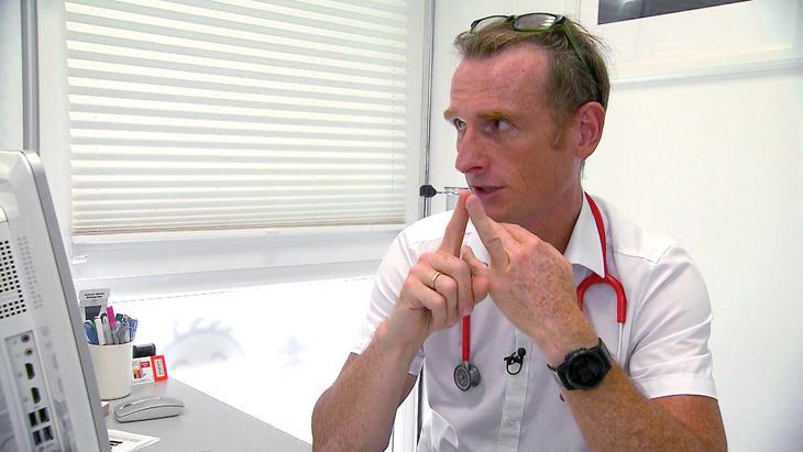 Kinderarzt Dr. Michael Horn macht sich Sorgen um Schülerin Anne | Folge 7