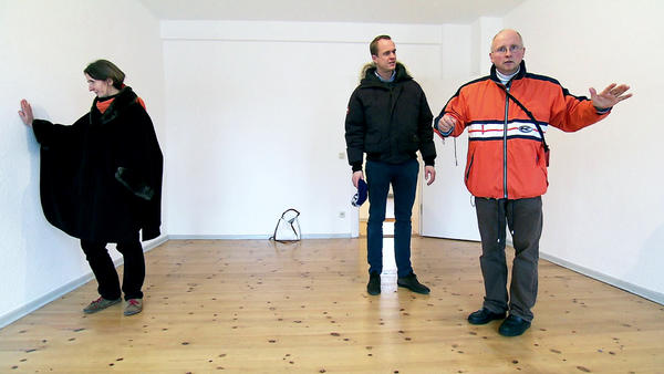Lachyogatrainer will nach Berlin