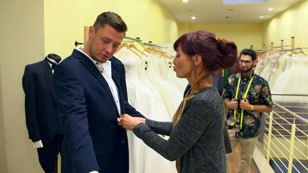 Brautmutter flirtet mit Bräutigam