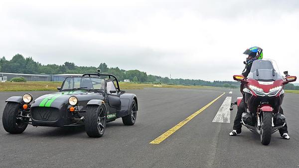 Auto gegen Motorrad - der Fahrspaß-Vergleich!