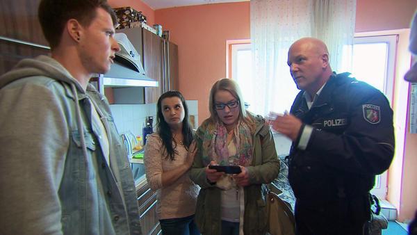 Teenie-Mädchen belästigen 21-Jährigen   Kleinkrimineller schlägt Nebenbuhler