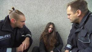 Mädchen schläft vor der Wache | Mädchen wird entführt | Omas Lebensversicherung | Nachts im Solarium