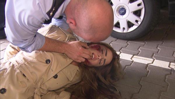Bewusstloses Mädchen auf Parkdeck   Überfall im Pfandleihhaus