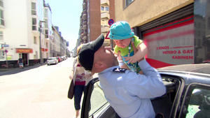 Baby in Auto eingesperrt | Frau will sich anzünden | Blinkender Stalker | Kind im Gulli