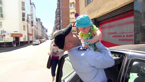 Baby in Auto eingesperrt   Frau will sich anzünden   Blinkender Stalker   Kind im Gulli