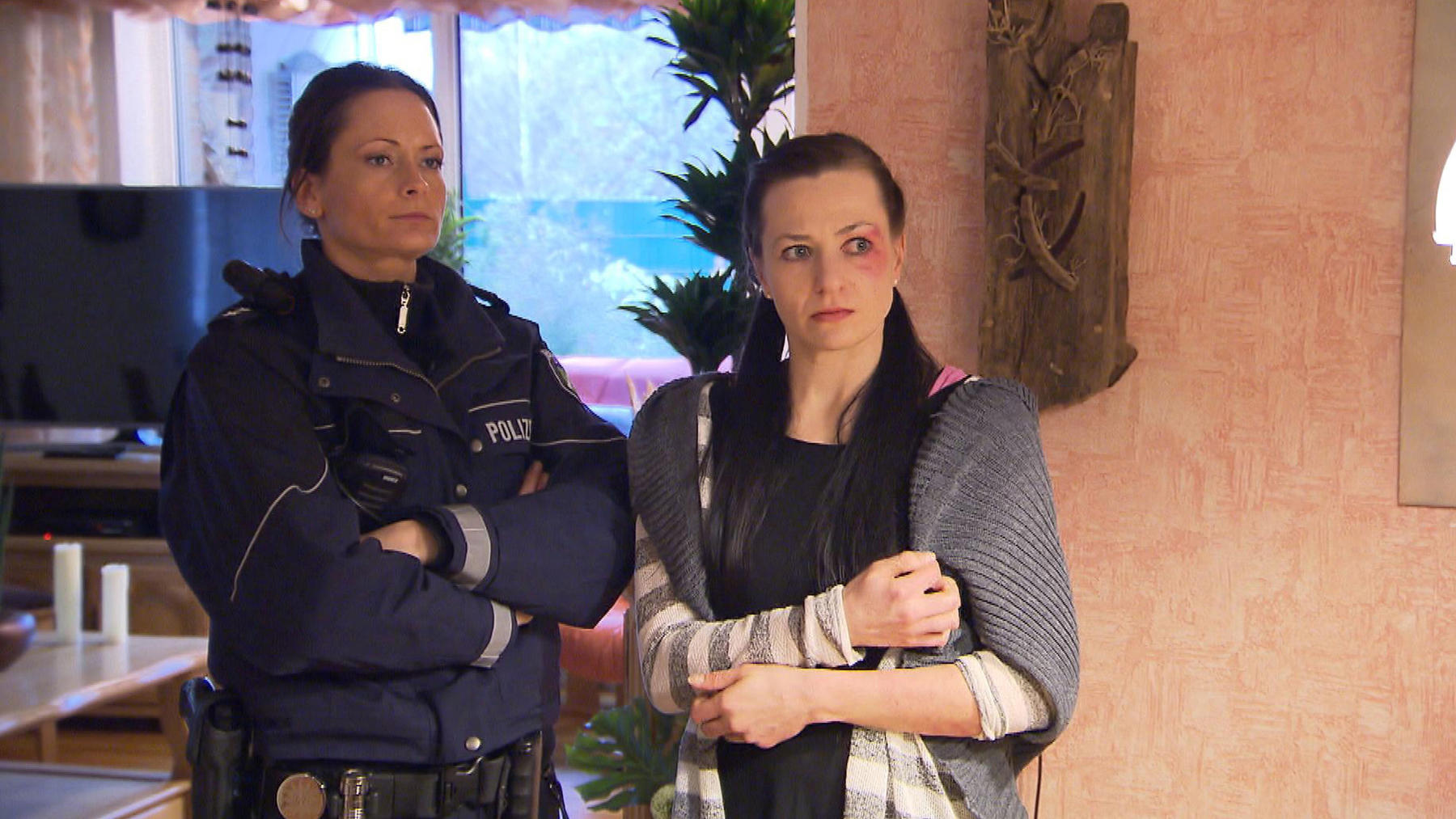 Gewalttätige Familie terrorisiert 23-Jährige   Spielplatzmütter glauben Exhibitionisten gestellt zu