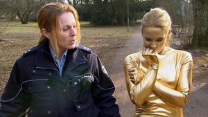 Goldene Frau verursacht Verkehrsunfall | 18-jähriger Gamer dreht durch
