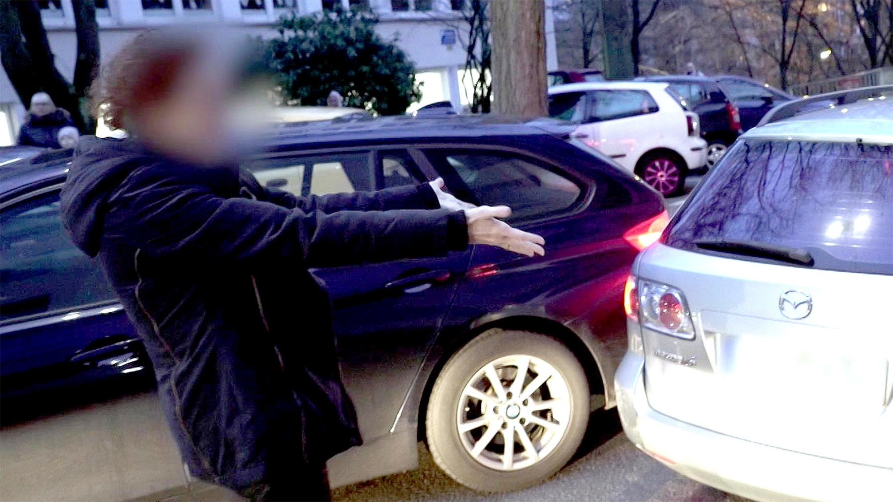 Thema u.a.: Eltern-Taxi-Chaos vor dem Schulhof