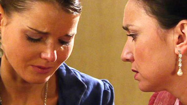 Jenny wendet sich hilfesuchend an Simone