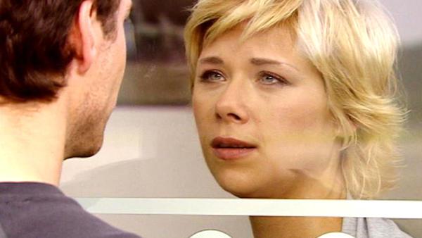 Diana und Oliver nehmen Abschied voneinander