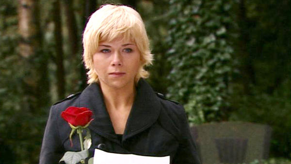 Diana schwört am Grab von Julian ewige Liebe