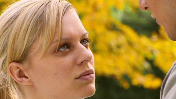 Ingo bittet Lena, Maximilian auszuhorchen