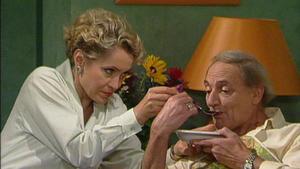 Elisabeth besucht Opa Rudolph und ist schockiert, in welchem Zustand er sich befindet