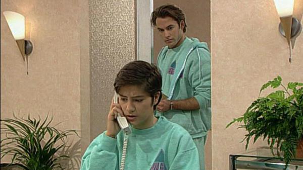 Antonia spricht mit Sven und erfährt, dass er immer noch in sie verliebt ist