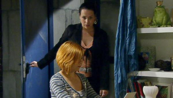 Diana versucht, den Schmerz um Julian zu vergessen.