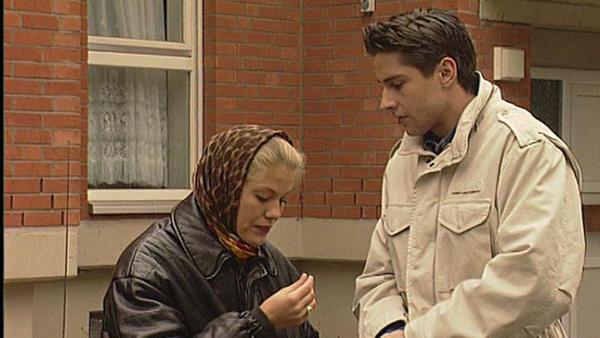 Unverhofft hilft Johannsen Jennifer aus der Klemme.