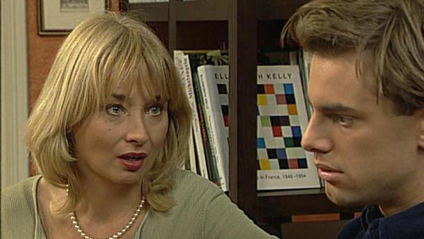 Regina macht sich große Sorgen um ihren Sohn Alexander.