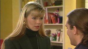 Saskia möchte unbedingt, dass Peter bei ihr einzieht.