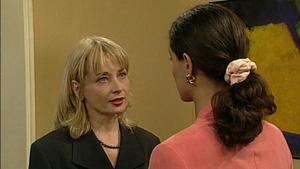 Regina hat Streit mit ihrer neuen Kollegin in der Bank.