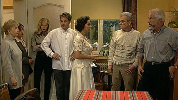 Die Hochzeitsgesellschaft erlebt eine Überraschung.