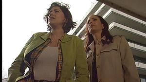 Aylin macht sich Sorgen um ihren verschollenen Ehemann.
