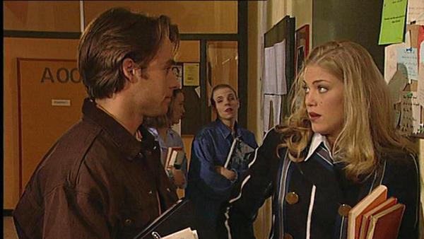 Corinna bietet Sven eine attraktive Notlösung an.