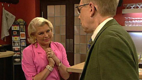 Margot spielt mit Baines um die Zukunft des Senders.