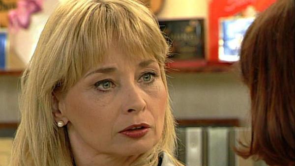 In Irene reift der Verdacht, dass Regina stiehlt.