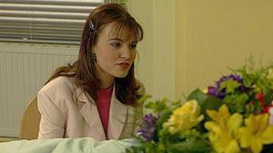 Laura kümmert sich um ihre schwer kranke Mutter.