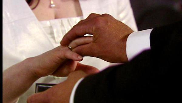 Oliver platzt in die Trauung von Simone und Richard.