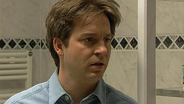 Bernd erfährt, dass Aylin vermutet, er habe den Überfall im Park begangen