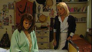 Laura bricht am Krankenbett ihrer Mutter zusammen