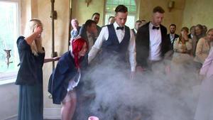 Das brennende Hochzeitskleid
