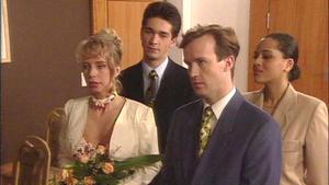 Millas heimliche Hochzeit droht ein Desaster zu werden.