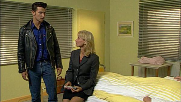 Regina erzählt Laura, dass Andreas tot ist