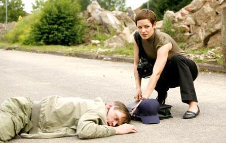 Lara beobachtet Rogges tödlichen Unfall