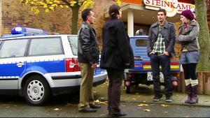 Stellas und Deniz' Date endet auf dem Polizeirevier