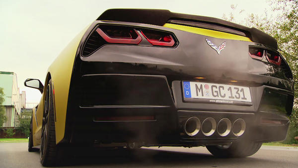 Corvette C7 Stingray gegen Speedboot