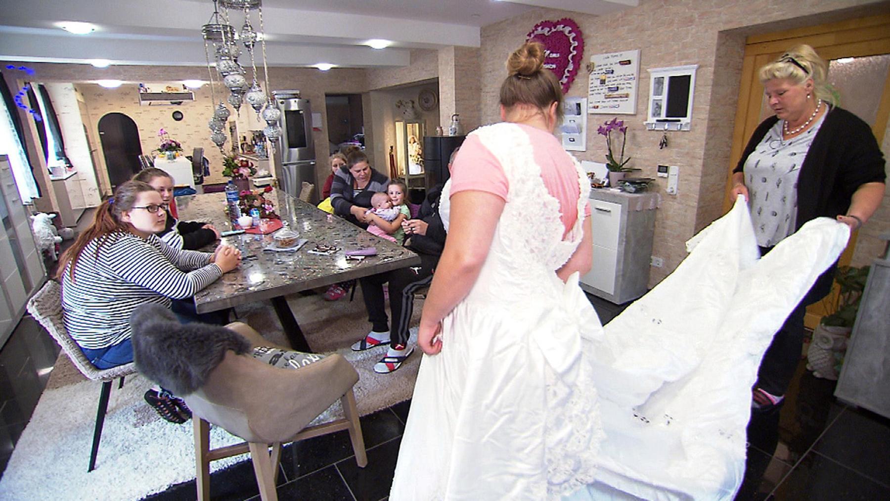 Hochzeits-Outfit muss her!, Ein