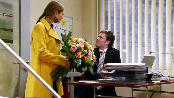 Maximilian gibt Simone und Richard das Zentrum zurück