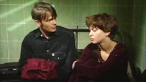 Uwe fordert Tina auf, sich umzuziehen.