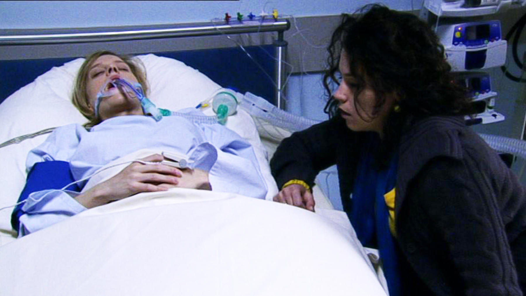 Lena rettet Annettes Leben und gerät selbst in Gefahr.