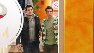 Deniz erfährt, dass Stella in Lars verliebt ist.