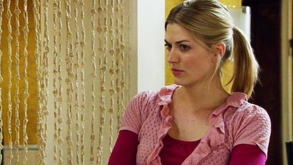 Maximilian wird klar, dass Lena wegen ihm geflohen ist.