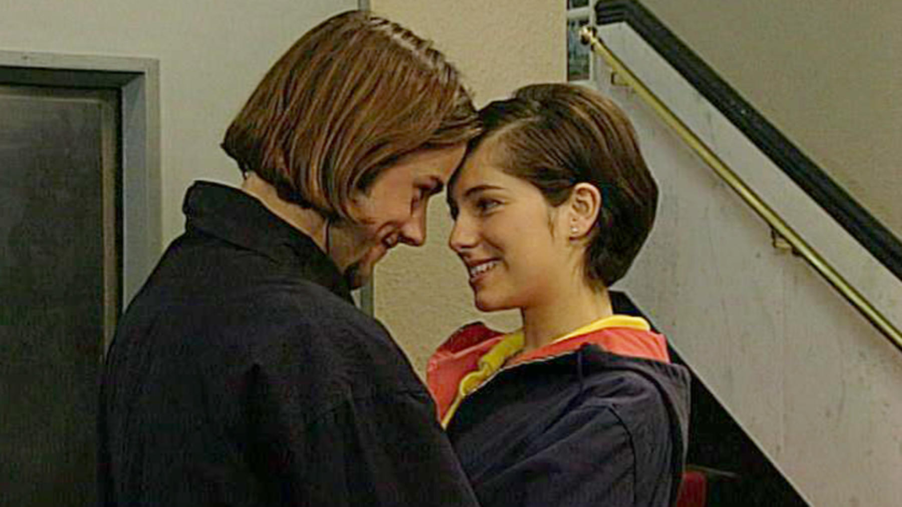 Regina erfährt, dass Laura die Erpresserin ist.