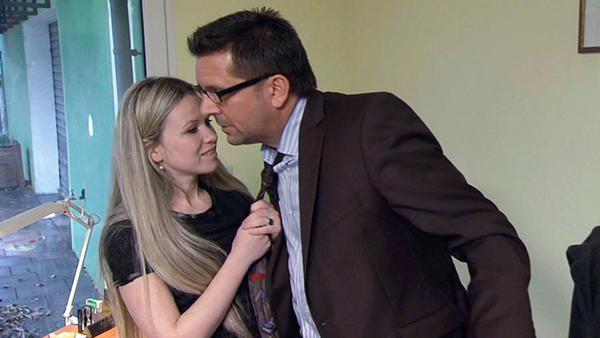 Verschuldete Ehefrau stellt Schuldnerberater nach